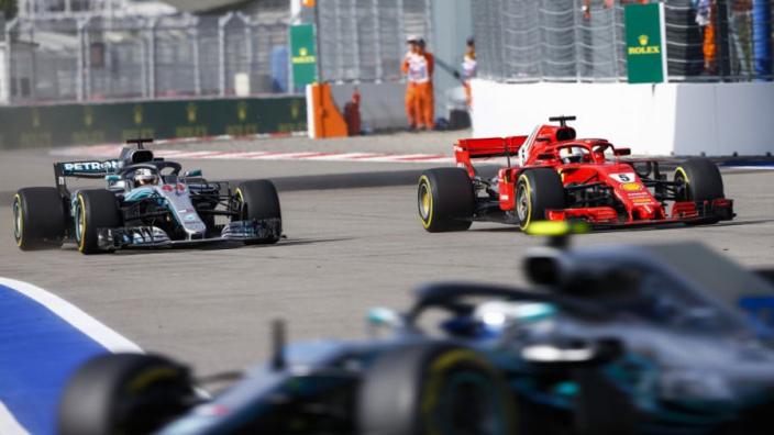 """Voormalig Ferrari-CEO: """"Hamilton was met Ferrari ook wereldkampioen geworden"""""""