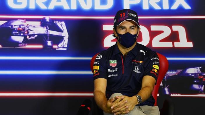 """Marko: """"Pérez zit in race bijna op niveau van Verstappen in vrije lucht"""""""