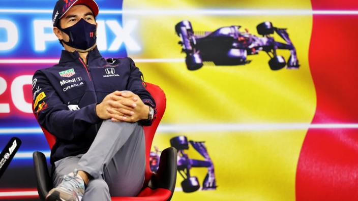 """Perez groeit langzaam bij Red Bull: """"Volg steeds meer eigen weg in plaats die van Verstappen"""""""