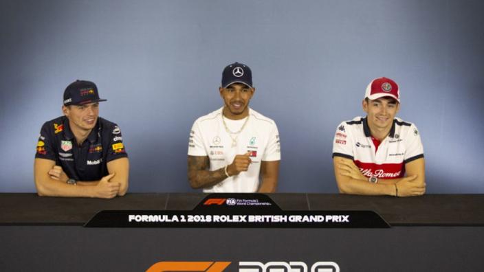 Hamilton 'verwelkomt' strijd met jonge coureurs: