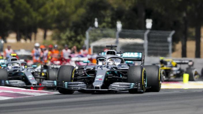 Hamilton fustige le poids des voitures