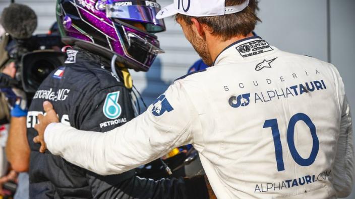 """Hamilton feliciteert Gasly: """"Teruggezet door Red Bull en dan Red Bull verslaan"""""""