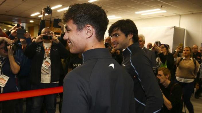 Dit zijn de nieuwe helmen van Carlos Sainz en Lando Norris