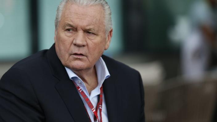 Alan Jones souhaite 'abandonner son poste de commissaire'