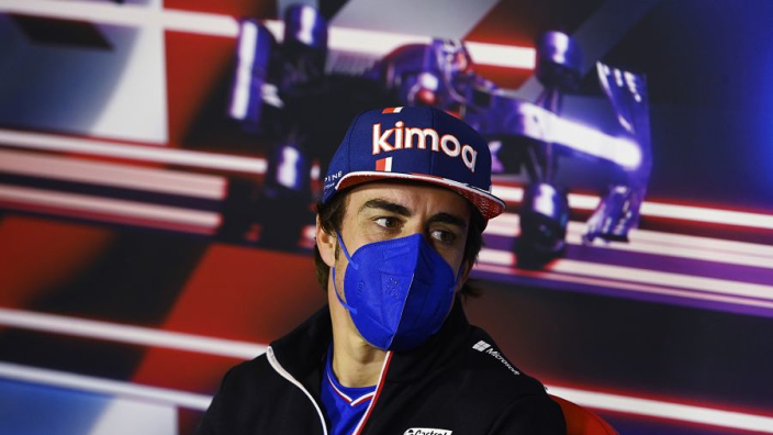 Alonso is klaar met vragen over zijn leeftijd: 'Ik scheer me wel, dan stoppen jullie'