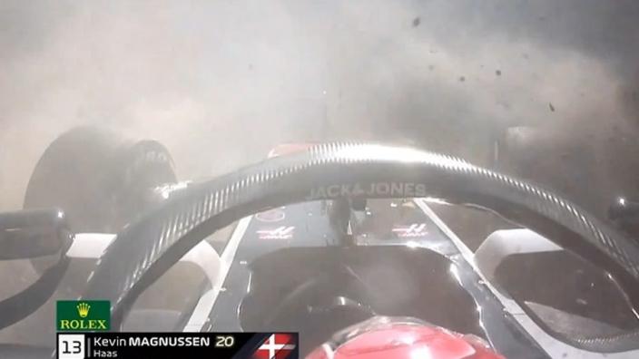 VIDEO: OEI! Magnussen vliegt hard de baan af!