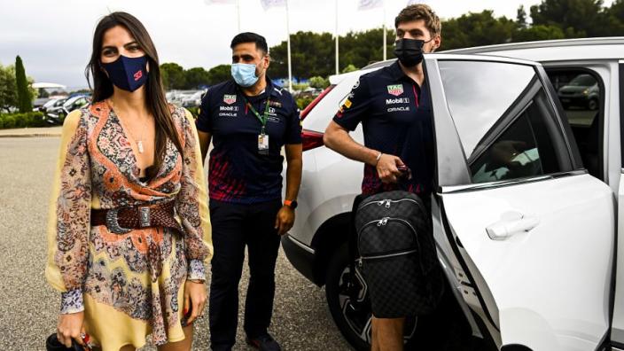 IN BEELD: Kelly Piquet steunt liefde Max Verstappen tijdens GP Frankrijk