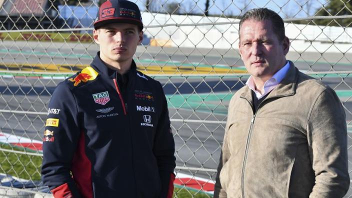 """Jos Verstappen: """"Ik zou het niet erg vinden als Max naast Hamilton zou gaan rijden"""""""
