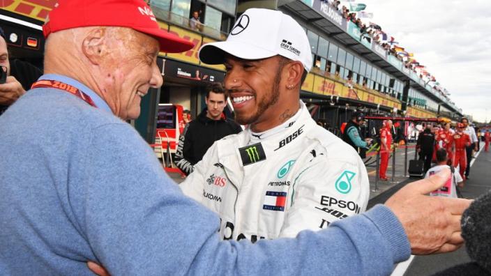 """Lewis Hamilton over 'lichtpunt' Niki Lauda: """"Ik hou van je, man"""""""