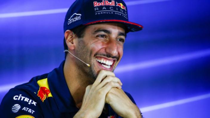 VIDEO: Ontmoeting tussen Grid Kid en Ricciardo verliep niet heel soepel