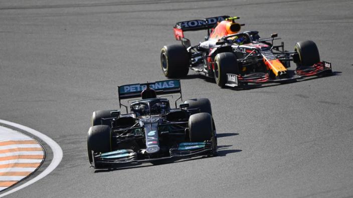 Schumacher haalt uit naar Hamilton, Mercedes wil Honda tot fouten dwingen | Week-end