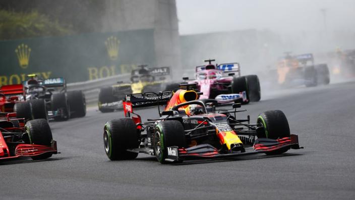 Zon en een beetje bewolking tijdens GP van Groot-Brittannië