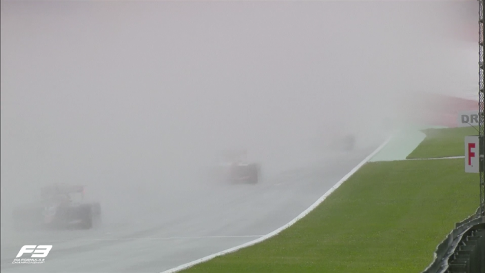 FOTO: Enorme regenbui tijdens Formule 3-race