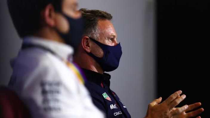 """Horner: """"Ik zit aan de pitmuur, Wolff in de garage naast persvoorlichter"""""""