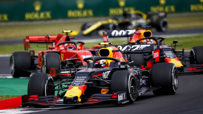 Internationale media smult van gevecht Verstappen met Ferrari