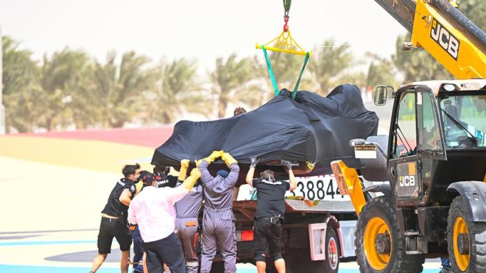 De zaterdagochtend in Bahrein: Hamilton vast in de grindbak, problemen bij Vettel