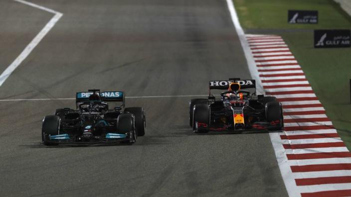 Verstappen over track limits in Bahrein: 'Vreemd dat het in de race werd losgelaten'