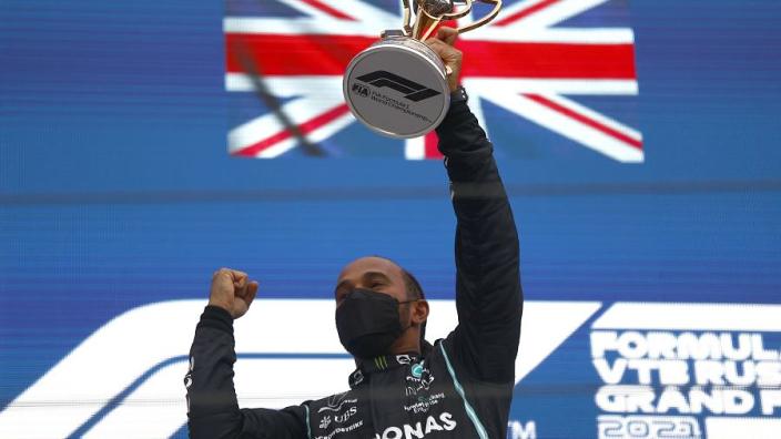 """Hamilton begrijpt het niet: """"Best wel apart dat ik al die jaren nooit voor Ferrari heb gereden"""""""