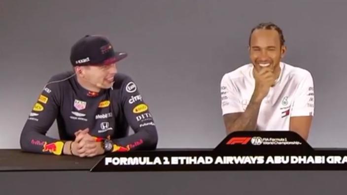 """HAHA! Hamilton dolt met Verstappen: """"Jullie zijn te snel!"""""""