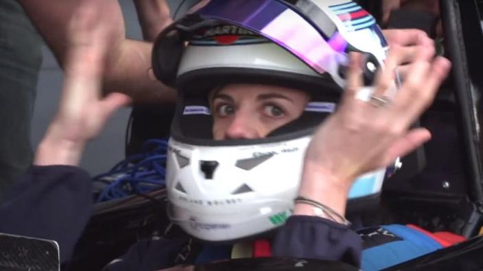 IN BEELD: De eerste vrouw in de Formule 1 in 22 jaar tijd