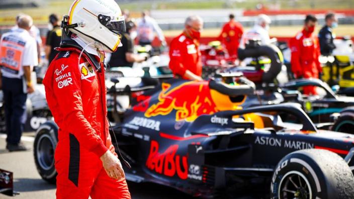 """Vettel haalt uit naar Ferrari: """"Jullie weten dat jullie het verkloot hebben"""""""