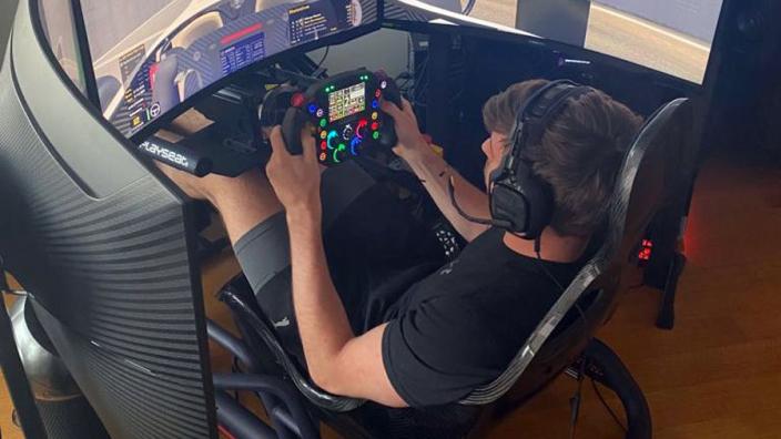 Verstappen over simracers: 'Kunnen competitief zijn als ze voldoende tijd krijgen'