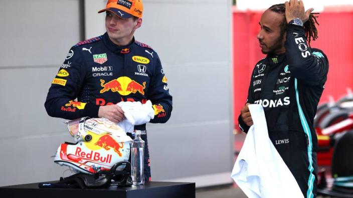 """Horner over 'buigende' achtervleugel Red Bull: """"Wolff heeft er al over geïnformeerd"""""""
