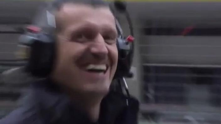 HAHA! Guenther Steiner dolt cameraman