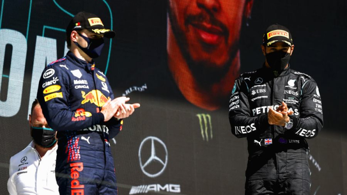 Verstappen over concurrentie met Hamilton: 'Weten dat we elkaar genoeg ruimte geven'