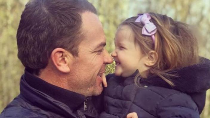 Droevig nieuws voor familie Doornbos: dochtertje (2) heeft grote tumor met uitzaaiingen