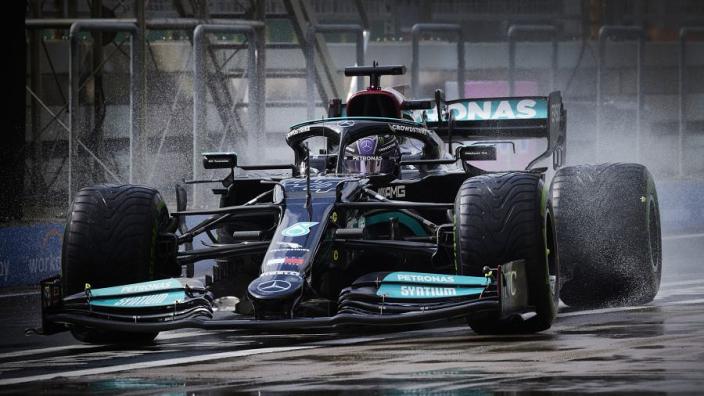 Zo reageert de wereld op blunder Mercedes: 'Willen jullie zijn kampioenschap weggooien?'