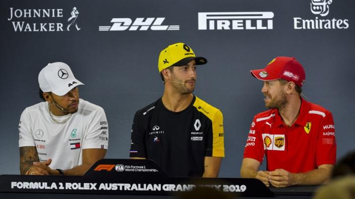 Vettel: 'Mercedes had beter thuis kunnen blijven'