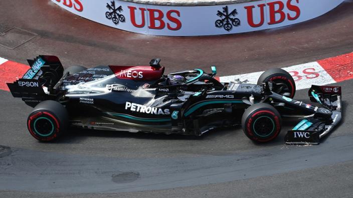 """Mercedes verklaart 'vroege' pitstop Hamilton: """"Red Bull creëerde expres een pit window"""""""