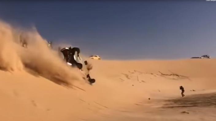 Alonso slaat meerdere keren over de kop tijdens tiende etappe Dakar Rally