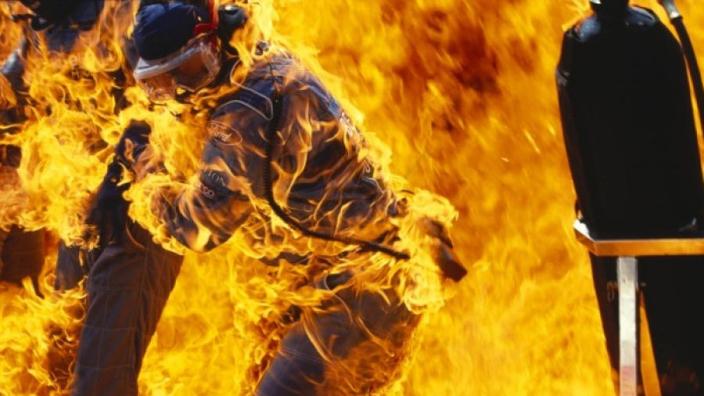 Vandaag 24 jaar geleden: auto van Verstappen vliegt in de brand tijdens Duitse Grand Prix