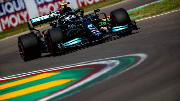 Schumacher waarschuwt Bottas: 'Moet met meer komen, anders wordt hij buitenspel gezet'