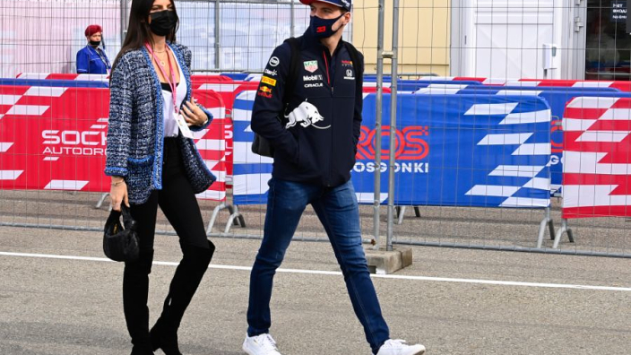 """Race Verstappen eindigde bijna in tranen: """"Leclerc gooide zomaar zijn auto naar rechts"""""""