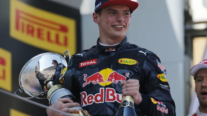 Bekijk nu in herhaling hoe Verstappen zijn eerste GP voor Red Bull won!