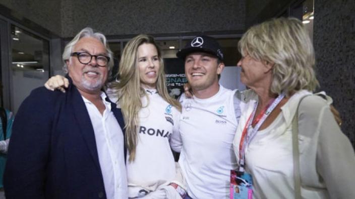 Vader en zoon Rosberg rijden samen op het circuit in Monaco