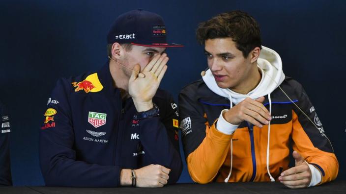 LIVE: Max Verstappen in actie tijdens de tweede ronde van Real Racers Never Quit