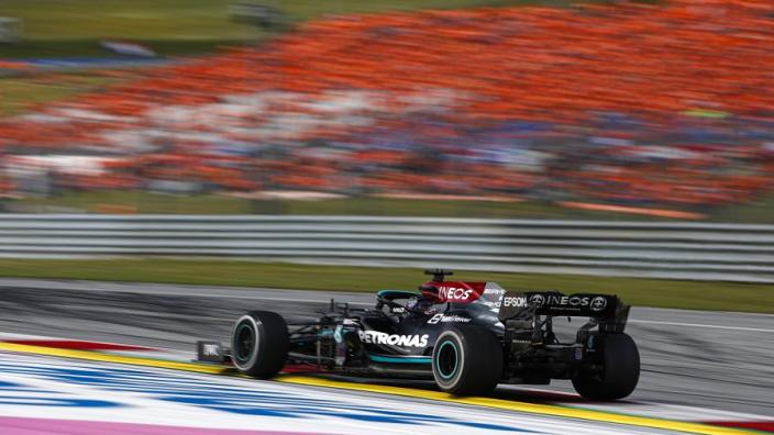 Brundle ziet oppermachtige Verstappen: 'Hamilton krijgt het de rest van het seizoen lastig'