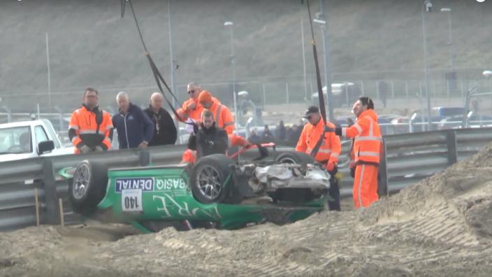 VIDEO: Eerste crash op Circuit Zandvoort een feit