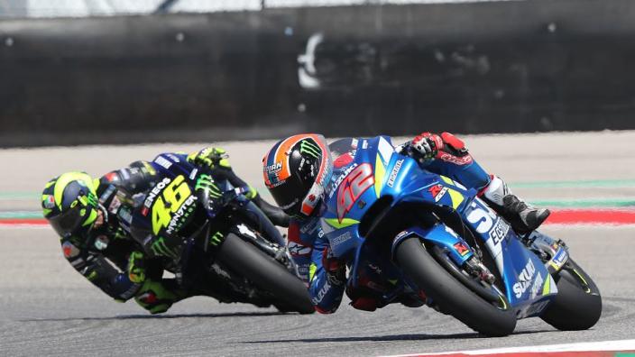 VIDÉOS : MotoGP - Rins bat son idole Rossi au terme d'un somptueux duel