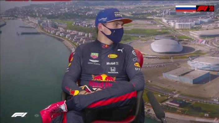 """Verstappen dolt met Bottas: """"Hij had mij geen slipstream moeten geven"""""""