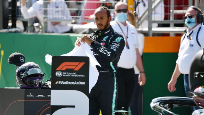 Hamilton moet oppassen voor race-ban na crash met Albon in Oostenrijk
