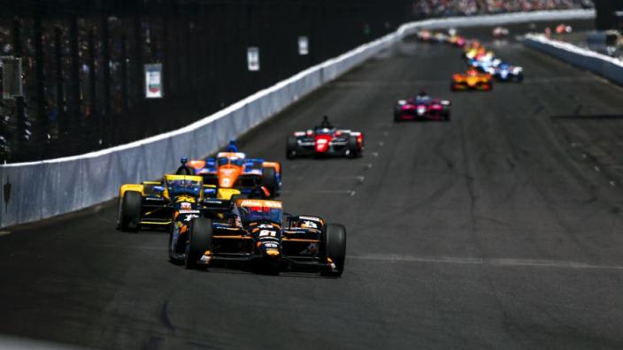 Van Kalmthout komt niet verder dan achtste plaats in Indy500, Castroneves pakt zege