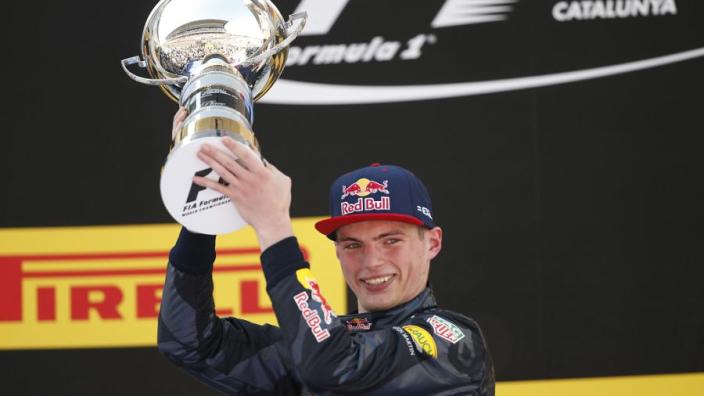 """Mercedes grapt met Verstappen op Twitter: """"Door ons won één of andere knul"""""""