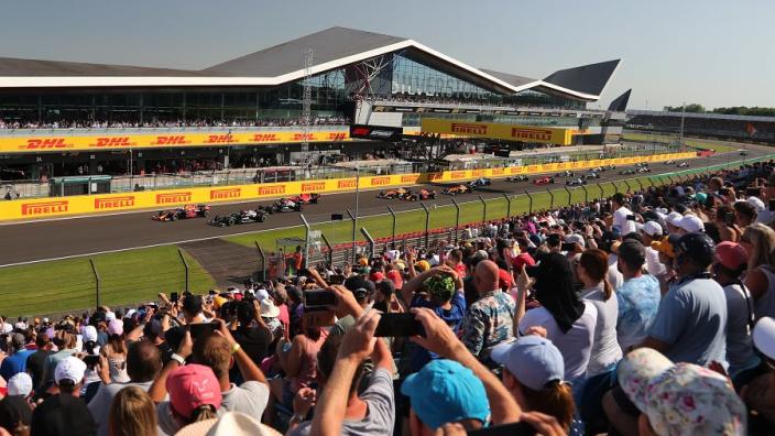 Dit is de WK-stand na de crash van Max Verstappen en Lewis Hamilton in Groot-Brittannië
