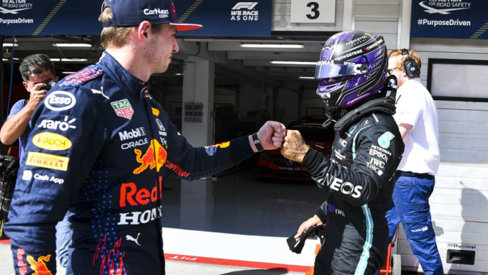 """Binotto over titelstrijd Hamilton en Verstappen: """"Ik juich voor Max"""""""