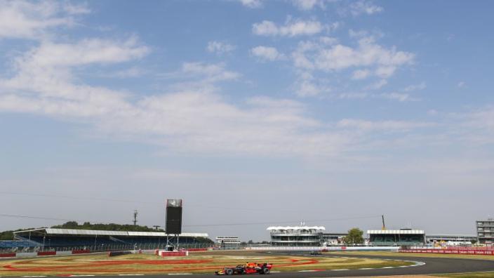 Eerste vrije training Britse GP: Verstappen deelt flinke dreun uit aan Hamilton